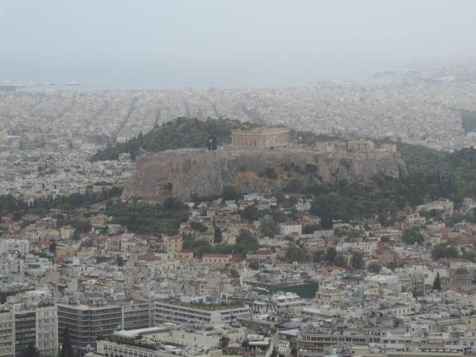 Atenas - a Acrópole e ao fundo o Porto de Pireu